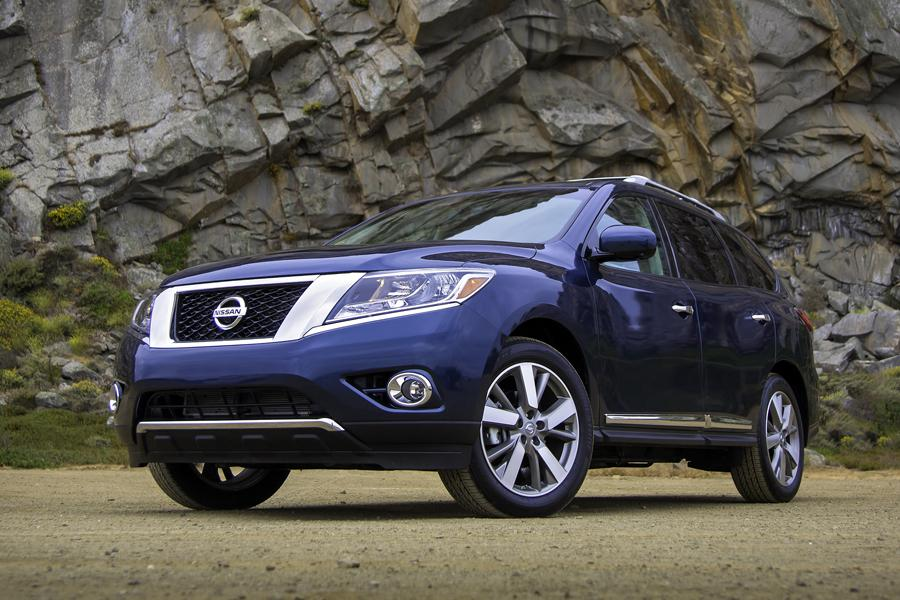 2013 Nissan Pathfinder Photo 2 of 38