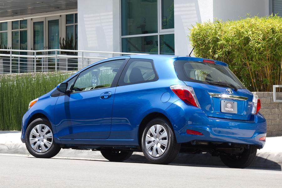 2013 Toyota Yaris Photo 4 of 8