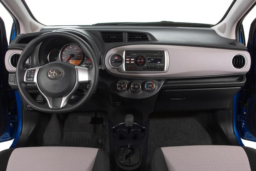 2013 Toyota Yaris Photo 6 of 8