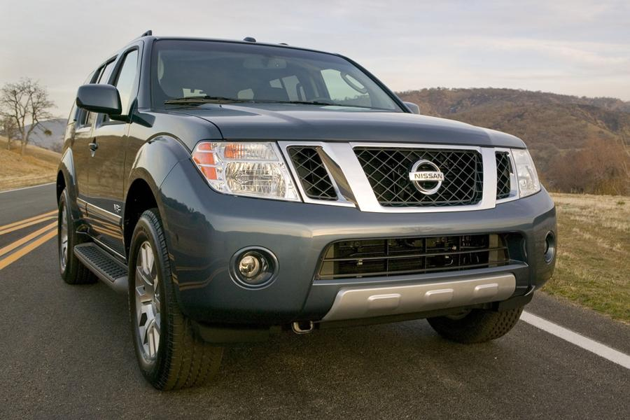 2012 Nissan Pathfinder Photo 2 of 9