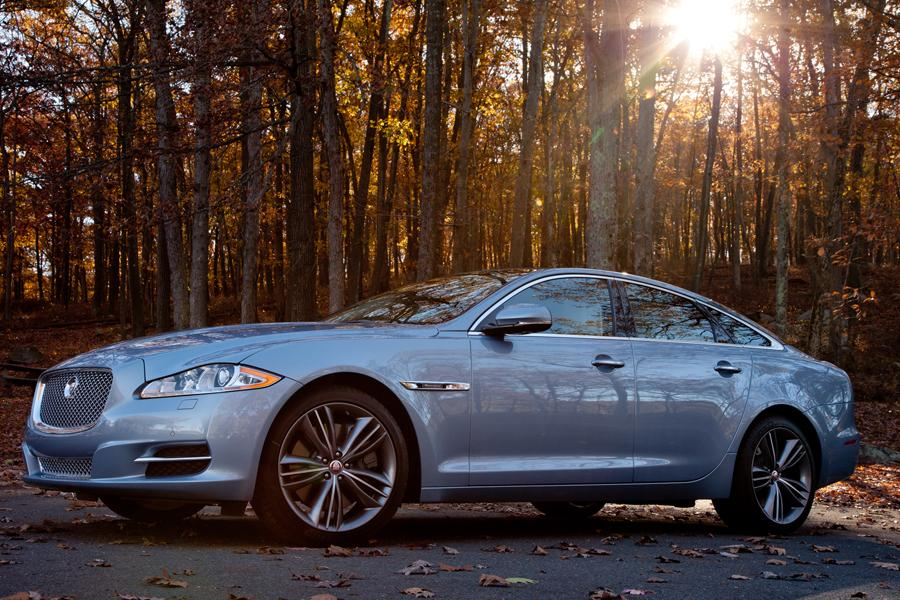 2013 Jaguar XJ Photo 2 of 12