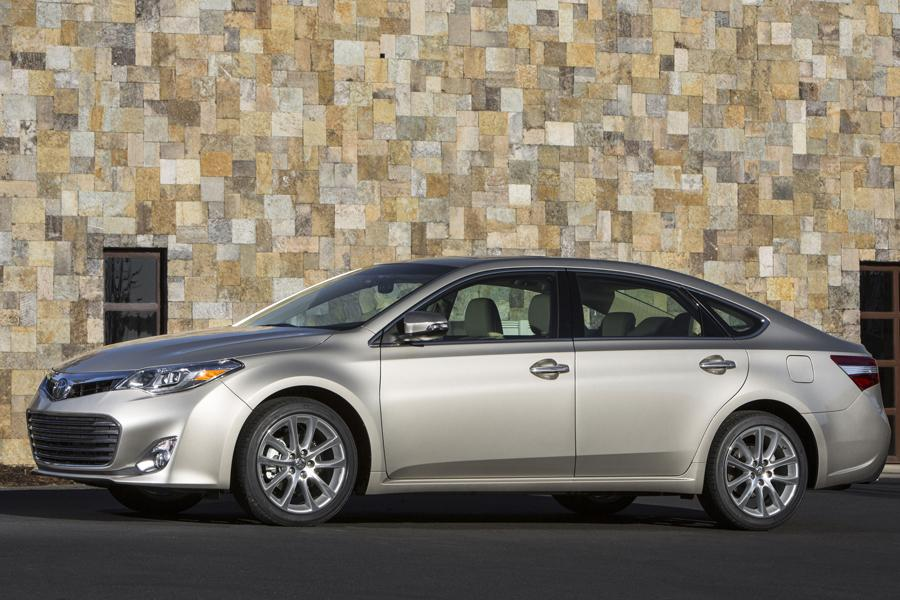 2013 Toyota Avalon Photo 4 of 31