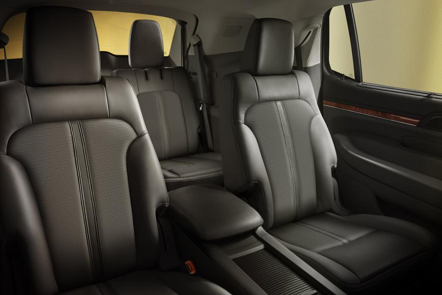 2012 Lincoln MKT Photo 3 of 18
