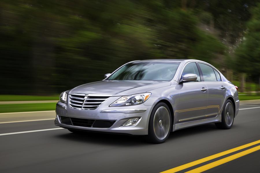2013 Hyundai Genesis Photo 2 of 13
