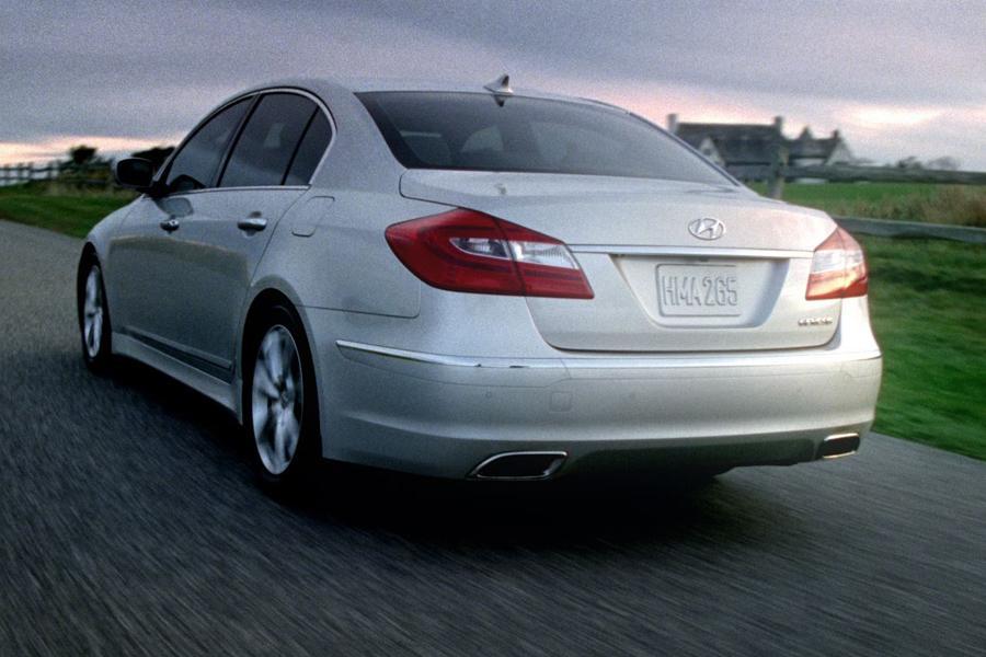 2013 Hyundai Genesis Photo 6 of 13