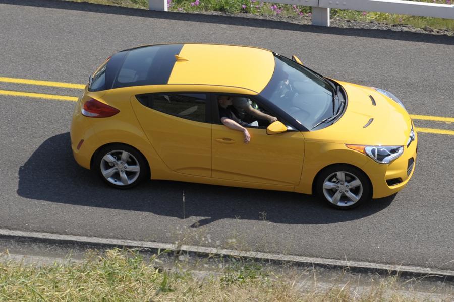 2013 Hyundai Veloster Photo 4 of 18
